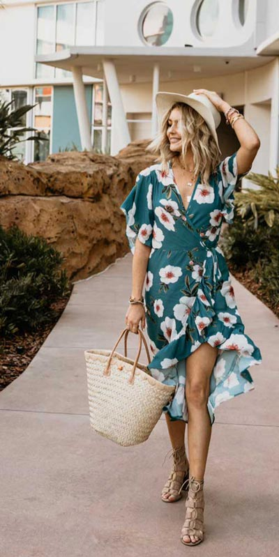 23 Picture-Perfect Vacation Outfits for best Summer Break. Summer Outfit Ideas via higiggle.com - floral mini dress - #summeroutfits #vacation #beachoutfits #minidress