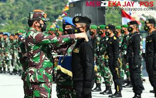 Disaksikan KASAL, Kapolri Dan Pangkoarmada II, Panglima TNI Resmikan KRI Alugoro-405 Masuk Koarmada II