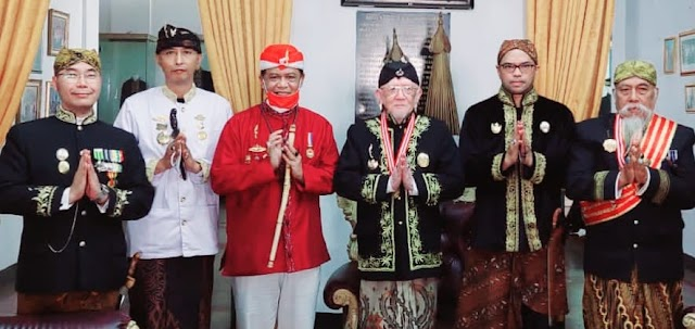 Anton Charliyan Tokoh Budaya Jabar Hadiri Festival Adat Keraton Nusantara 1 di Sumedang Larang.