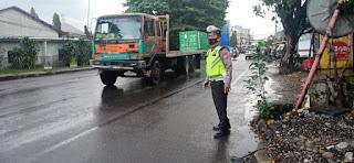 Berikan Pelayanan di Pagi hari, Satlantas Polres Pelabuhan Makassar Rutin Lakukan Pengaturan Lalu lintas