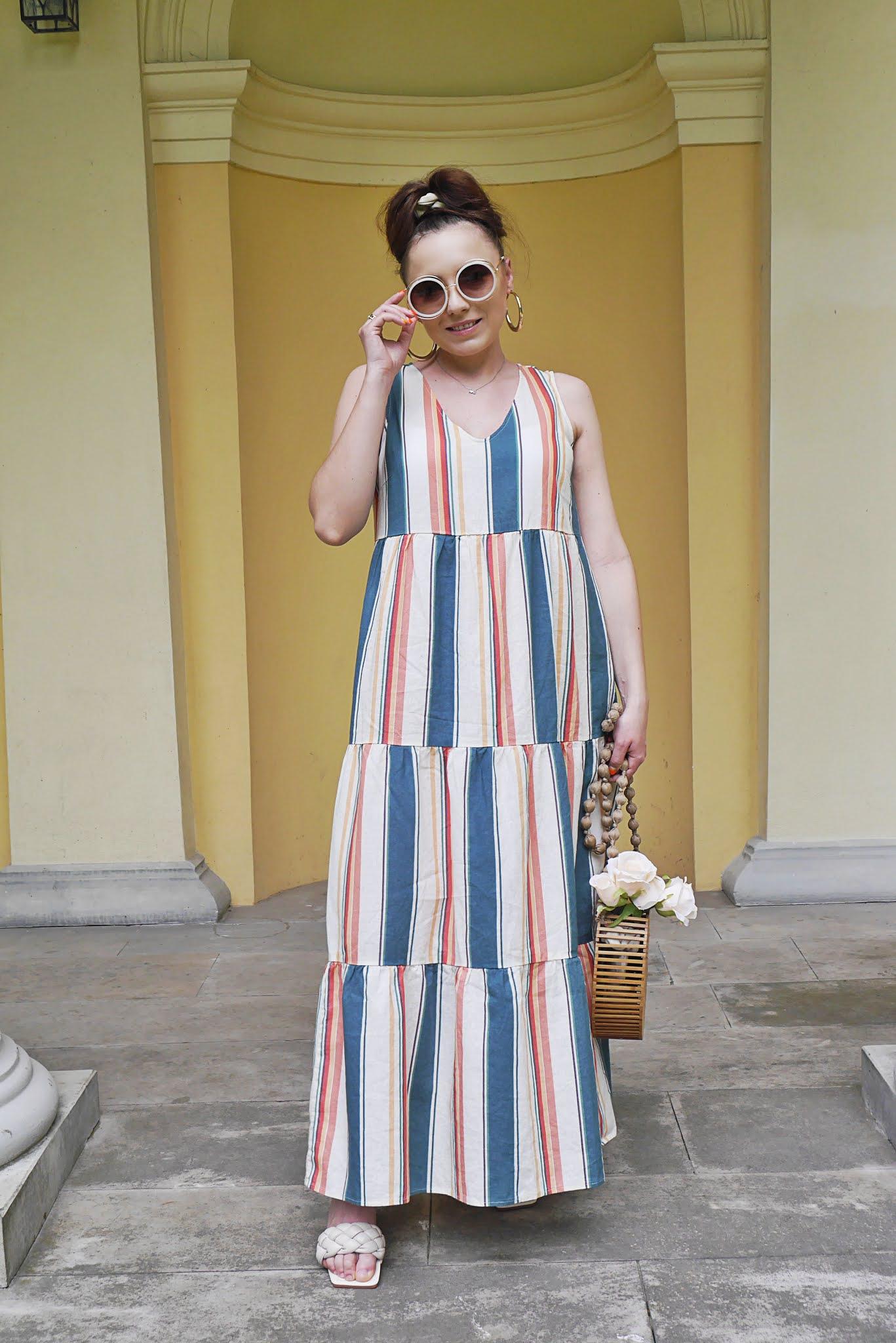 fashion blogger long summer stripes dress bonprix wood bag sunglasses pregnant look outfit ootd maternity beige flipflop sandals shein inspiration
