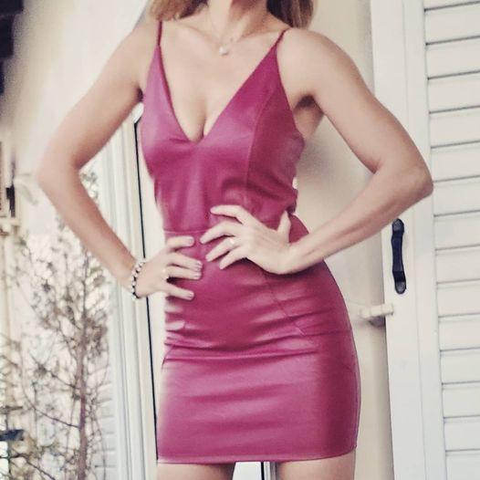 Μίνι φόρεμα δερματίνης με ενίσχυση στο μπούστο
