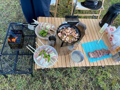 キャンプ飯、アヒージョ、一口ステーキ、焼き鳥