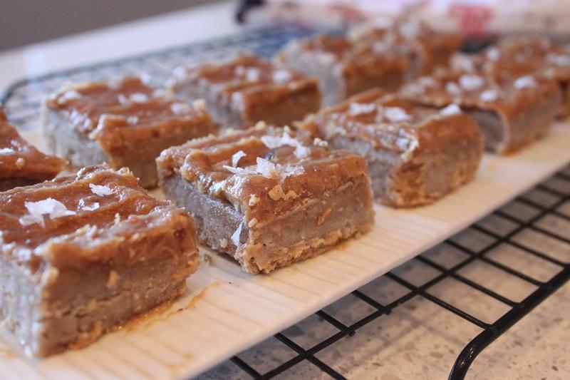 Paleo Caramel-Pretzel Cheesecake