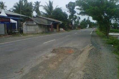 Jalanan Berlubang, Hati-Hati Melintas di Jalan Sepunggur