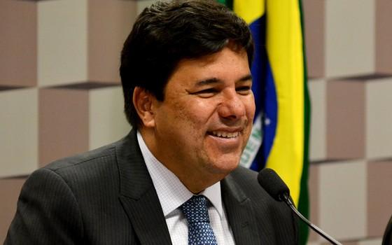 Mesmo com crise, MEC quer gastar até R$ 198 mil para ministro lanchar em voos da FAB