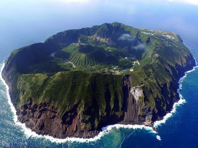 Японский остров Aogashima