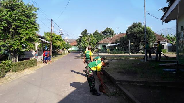 Yonarmed 11 Kostrad Karya Bakti Bersama Warga Desa Binaan di Magelang