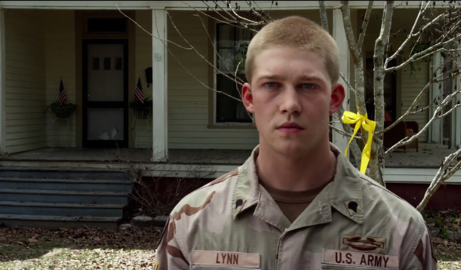 Young British Actor Marks Film Debut With Billy Lynns Long Catriona Maika Top Handle Bag Pink Joe Alwyn Stars In One Of The Most Anticipated Movies Year As He Takes On Lead Role Oscar Winning Director Ang Lees