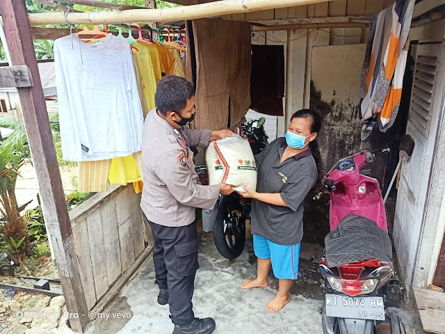 Satbinmas Polresta Balikpapan Berikan Bantuan Bahan Pokok Disela-sela Sambang Kamtibmas