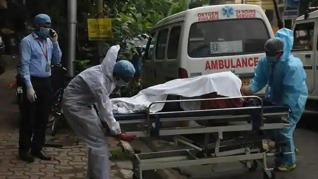 अपना कर्तव्य निभाते हुए गाजीपुर के एंबुलेंस चालक ने गुवाहाटी तक लेकर गए संक्रमित बैंककर्मी का शव