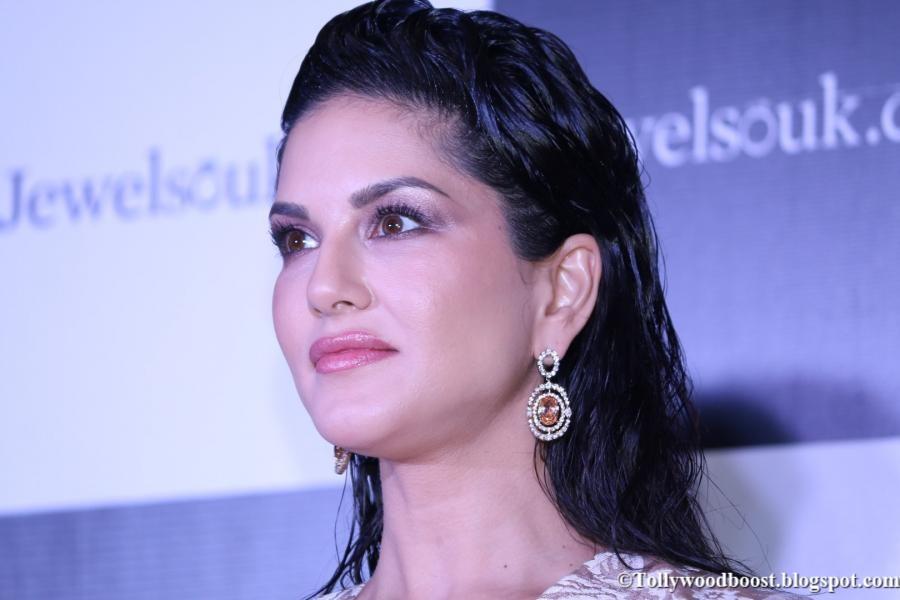 Indian Model Sunny Leone Hot Face Close Up Stills