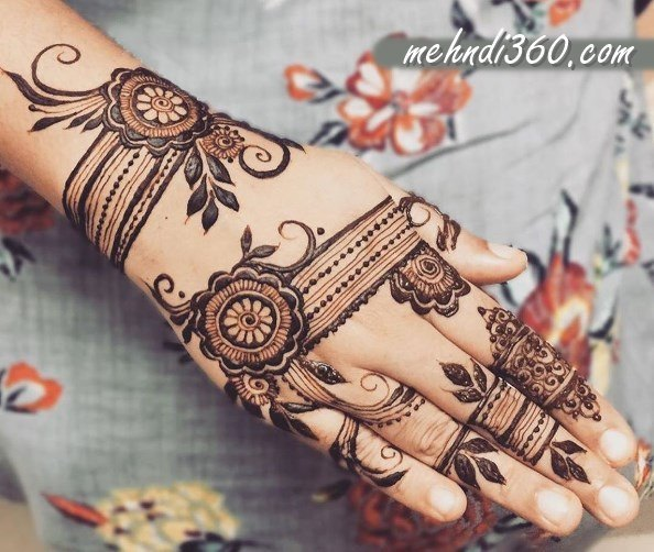 Stylish Mehndi Designs Back Hand