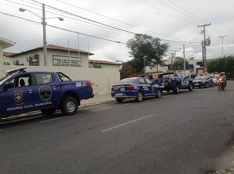 ADOLESCENTE É APREENDIDO APÓS ARROMBAR ESCOLA NO CENTRO DE SANTA CRUZ DO CAPIBARIBE