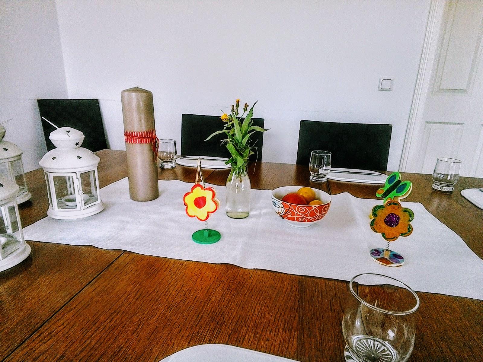 pamelopee kinder basteln sommerliche tischdeko fotohalter anmalen und beglittern. Black Bedroom Furniture Sets. Home Design Ideas