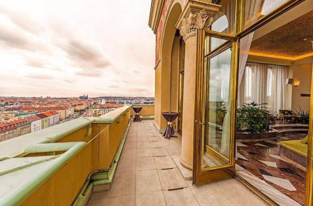 arranha-céu em Praga hotel