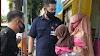 Ngotil Baju di GM Toserba, IRT Gendong Anak Ditangkap