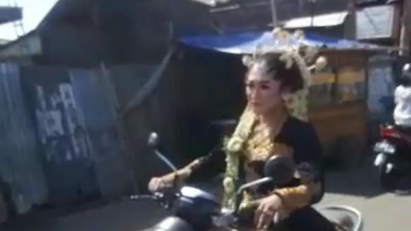 Di Balik Viral Video Pengantin Motoran Jemput Calon Suami Ketiduran