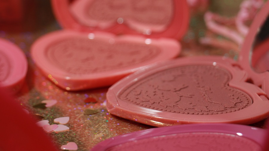 blush too faced baby love swatch