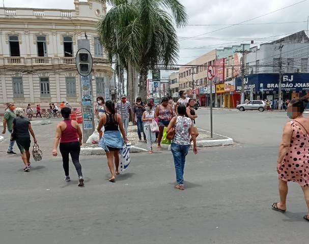 Comércio de Feira de Santana continuará aberto mesmo com o aumento de casos de covid-19, afirma prefeito