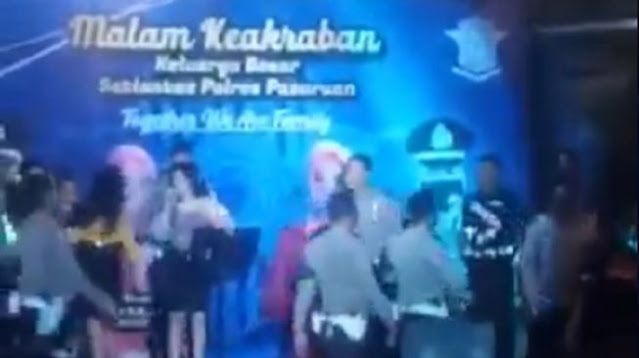 Heboh Polri Larang Demonstrasi, Anggotanya Malah Dangdutan di Atas Kolam