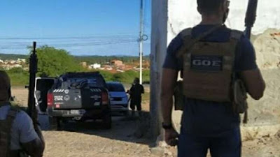 GOE estoura esconderijo de criminosos em Catolé do Rocha