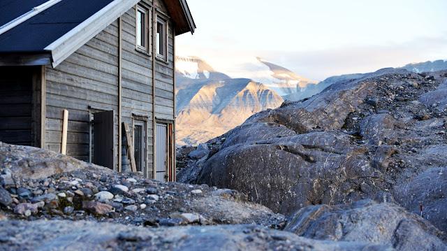 Pase una noche mágica en un glaciar con osos polares en esta encantadora cabaña