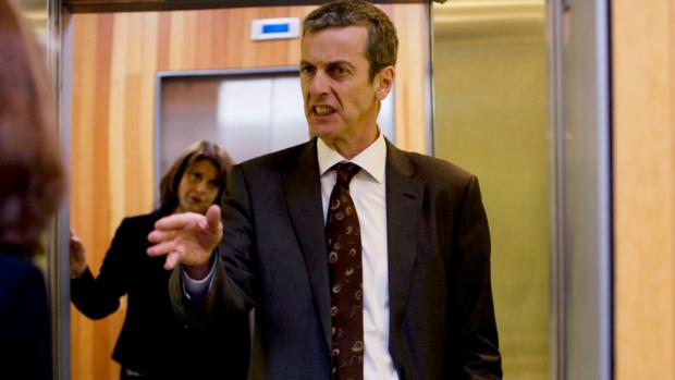 Malcolm Tucker (Peter Capaldi) dans The Thick of It, série créée par Armando Iannucci (2005-2012) : le cauchemar de tout politicien.