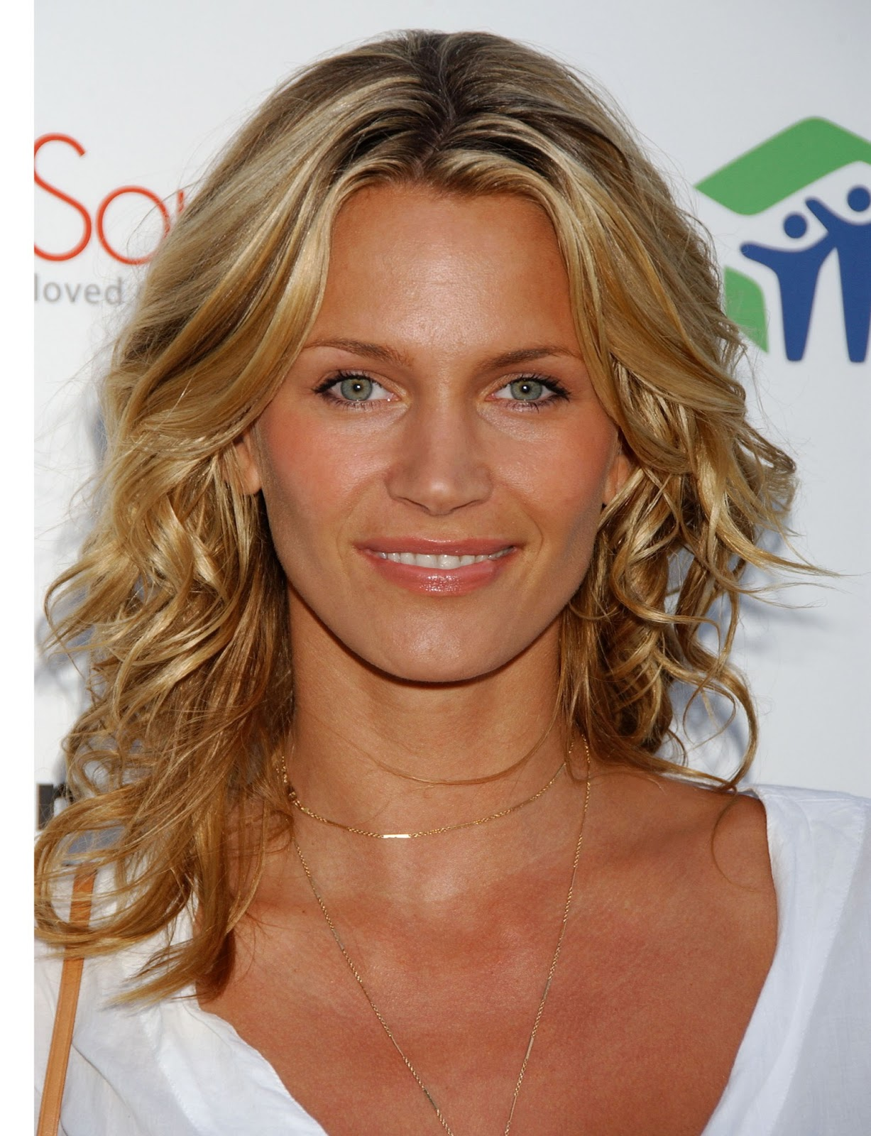 Natasha Henstridge Photos | Tv Series Posters and Cast