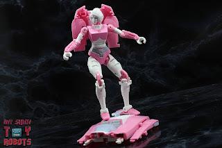 Transformers Kingdom Arcee 11