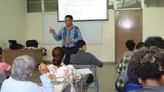 Ariel Barría en una de sus clases en el Programa de Fromación de Escritores del Ministerio de Cultura de Panamá