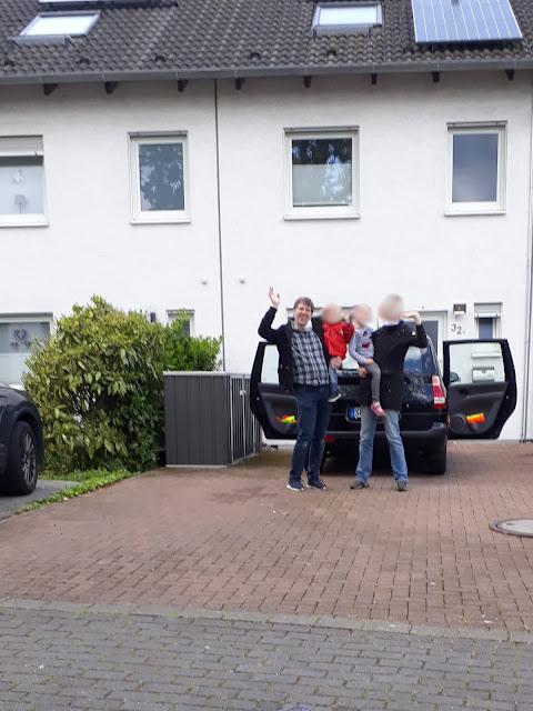Die Schelmen-Familie in ihrer neuen Behausung