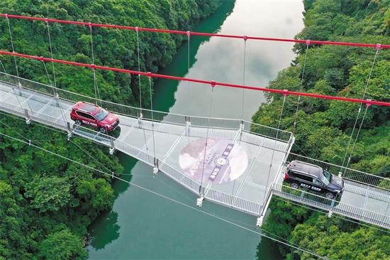 สะพานกระจกฉิงเทียน (Qingtian Glass Bridge: 清远擎天玻璃桥) @ www.ycwb.com