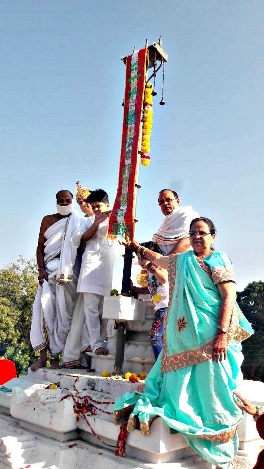Jhabua News-श्री महावीर स्मारक मंदिर के शिखर पर तिसरा ध्वजा आरोहण हुआ