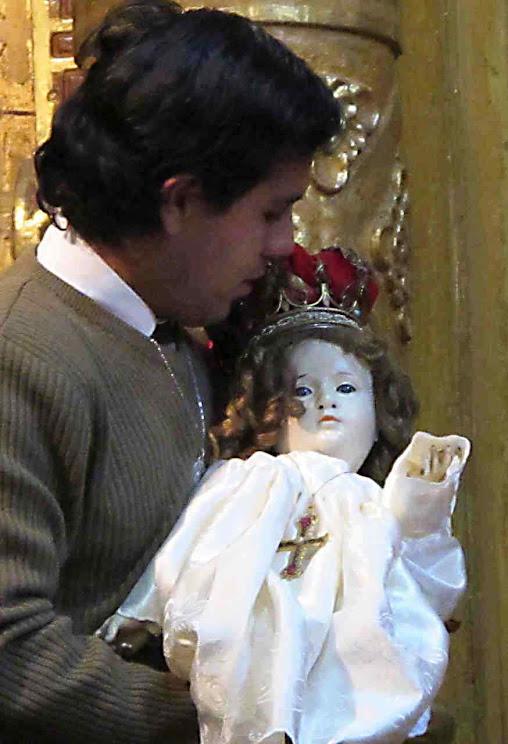 O Menino Jesus durante a translação da imagem