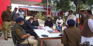 समाधान दिवस में पहुँचे जिलाधिकारी एव पुलिस अधीक्षक ने फरियादियों की फरियाद सुन दिए निस्तारण के निर्देश