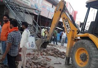 लोक निर्माण विभाग ने चलाया अतिक्रमण हटाओं अभियान  | #NayaSaberaNetwork