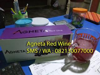 Apakah Agneta Red Wine itu ?   Agneta Red Wine merupakan produk baru dari PT Bintang Agneta Indonesia yang terbuat dari bahan 100% herbal pilihan dengan kandungan yang sangat baik untuk membantu meregenerasi sel , memperbaiki hormonal serta fungsi - fungsi lainnya yang berhubungan dengan reproduksi.     Sebagaimana kita ketahui bersama , pernah ada produk yang memiliki manfaat serupa sebelumnya , yaitu Tricajus , Macatri, Triplus M, Mactrica dan lain sebagainya.     Kurang lebih manfaat yang bisa kita dapatkan dari Agneta Red Wine sama dengan produk diatas , namun agak sedikit berbeda dari penggunaan bahannya. Pengembangan dan penyempurnaan sebuah produk adalah sebuah keharusan untuk bisa mendapatkan hasil yang maksimal dalam membantu setiap orang mendapatkan manfaat sehat dari sebuah produk herbal.     Oleh karenanya, PT Bintang Agneta Indonesia meramu bahan - bahan pilihan menjadi sebuah produk yang kita kenal dengan nama Agneta Red Wine. Adapun komposisi / kandungan Agneta Red Wine adalah sebagai berikut :      Ekstractk Anggur     Ginseng     Pasak Bumi     Tongkat Ali