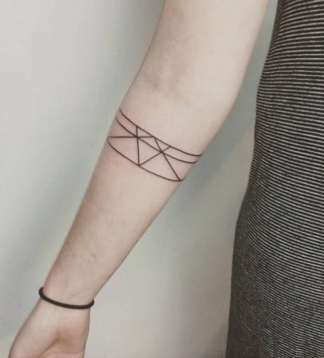 Este geométricas braçadeira de tatuagem
