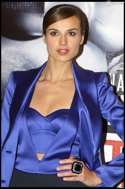 Kasia Smutniak Shows Off Her Cleavage in Blue Suit Navel Queens