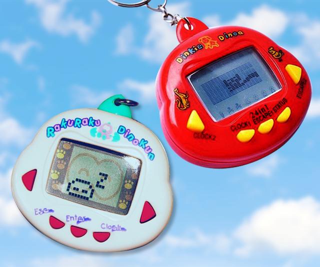 dois brinquedos bichinho virtual tamagochi vermelho e branco