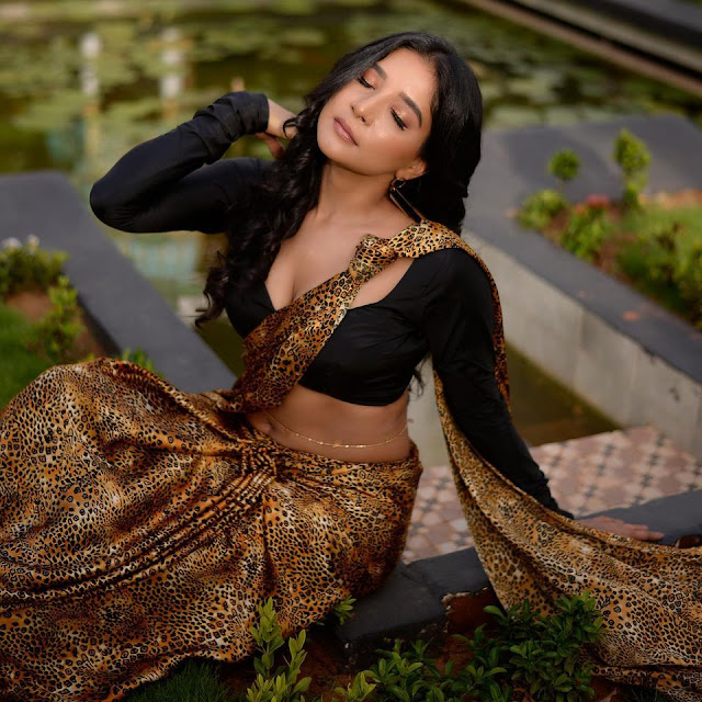 Sakshi Agarwal Hot Navel and Cleavage Show in Saree with Black Blouse Actress Trend