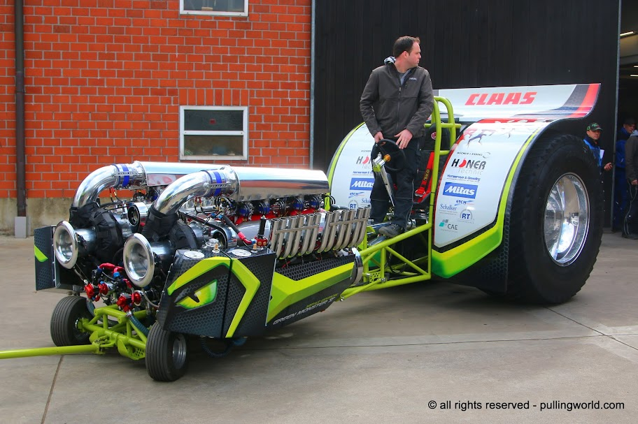 tractor pulling news - pullingworld: the new green monster, Reel Combo