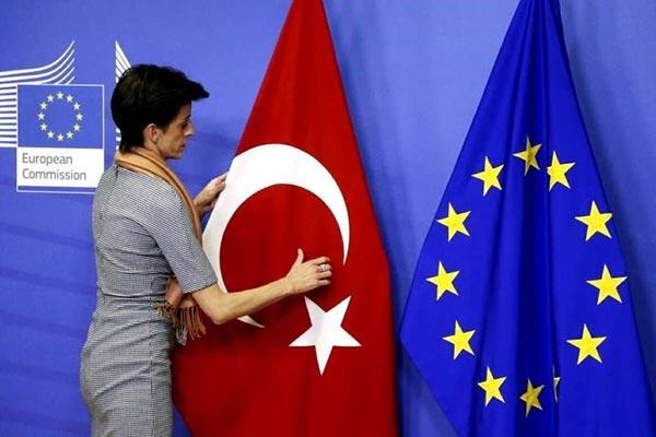 Deutschland, Ungarn und Spanien lehnen Waffenembargo-Vorschlag der Türkei auf EU-Gipfel ab