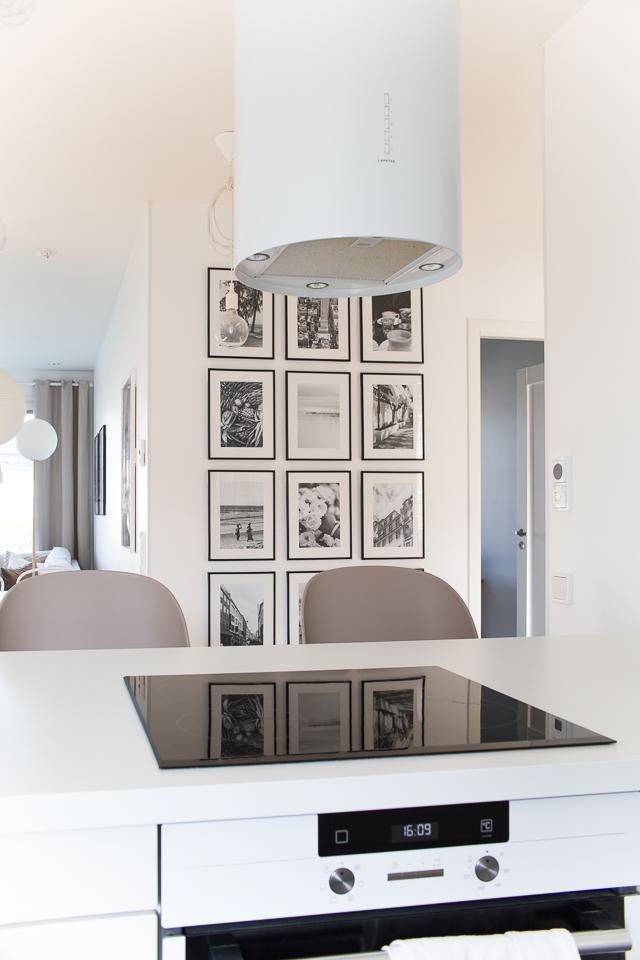 Villa H, taulukollaasi, valokuvat