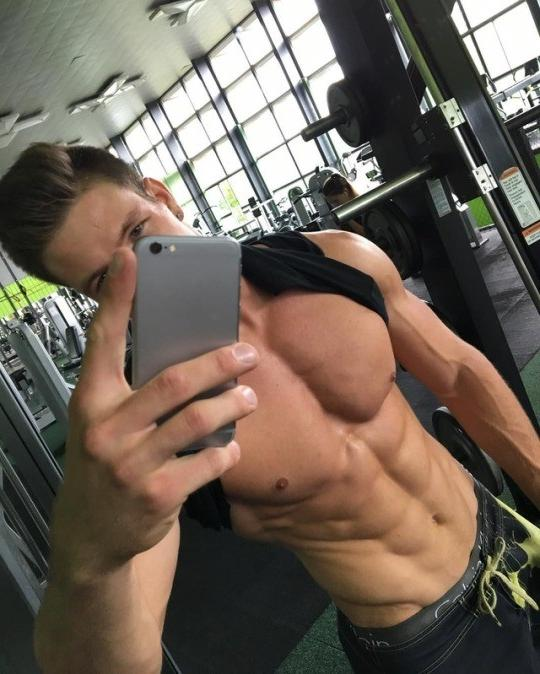 cocky-fit-shirtless-gym-dude-selfie-pecs-abs