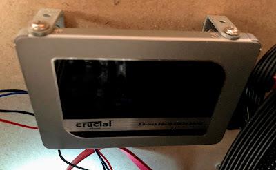 Crucial MX500も搭載したまま