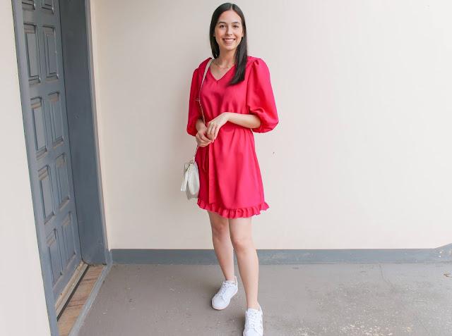Look vestido pink + tênis branco!