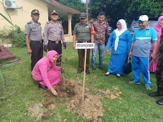 Polsek Kampung Rakyat Tanam 100 Pohon
