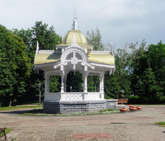 Сумы. Альтанка в сквере им. И. Г. Харитоненко